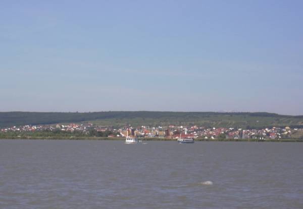 Mörbisch vom See her fotografiert